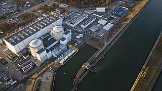 Francia, addio alla centrale nucleare di Fessenheim: sono i primi di 14 reattori a chiudere