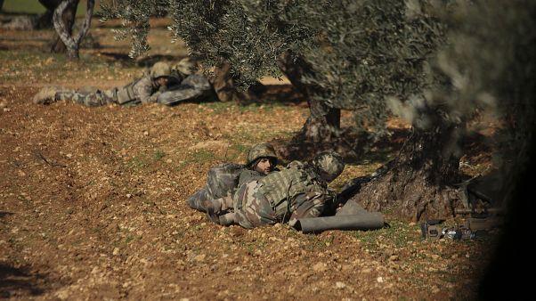 27 قتيلا على الأقل في معارك بين قوات النظام السوري والمعارضة المسلحة في إدلب