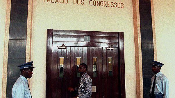 ENTRADA DA SALA DE DEPUTADOS NA ASSEMBLEIA NACIONAL DE ANGOLA. FOTO ANTONIO COTRIM