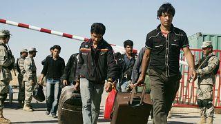 مهاجران افغان در حال خروج ایران و بازگشت به افغانستان