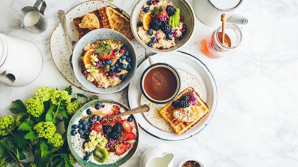 Deutsche Forscher haben herausgefunden, dass ein reichhaltiges Frühstück gegen Übergewicht hilft.