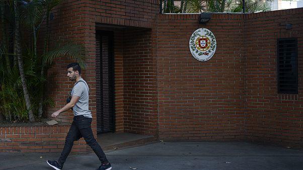 Portugueses e luso-descendentes criticam bloqueio à TAP