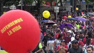 Movilización en Colombia contra los asesinatos de maestros