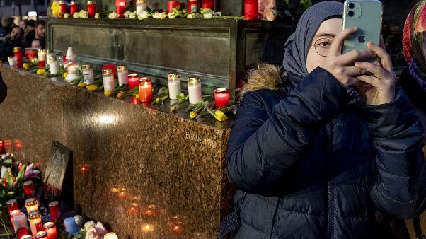 """ألمانيا تحذّر من تهديد أمني """"مرتفع جدا"""" مرتبط باليمين المتطرف وتعزز انتشار الشرطة أمام المساجد"""