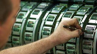 العملة الرقمية تدخل أسواق السويد عبر بنكها المركزي