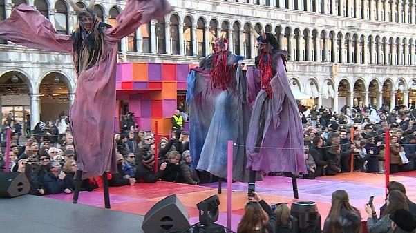 Venedik Karnavalı'nda hayvanlar geçidi
