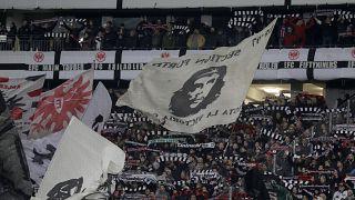 """Eintracht Frankfurt Fans zu Störern der Hanau-Minute: """"Nazis raus"""""""