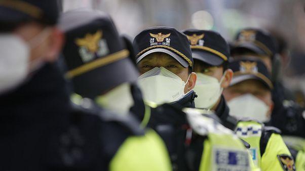 Южнокорейские полицейские