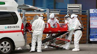 Güney Kore'de koronavirüs vaka sayısı hızla artıyor