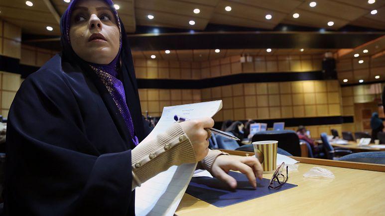 İran'daki meclis seçimlerini Devrim Muhafızları'na yakın adaylar önde götürüyor