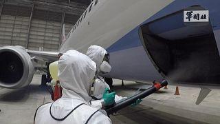 ویدئو؛ ضد عفونی کردن هواپیمایی که مسافران تایوانی کشتی کروز را به خانه برگرداند