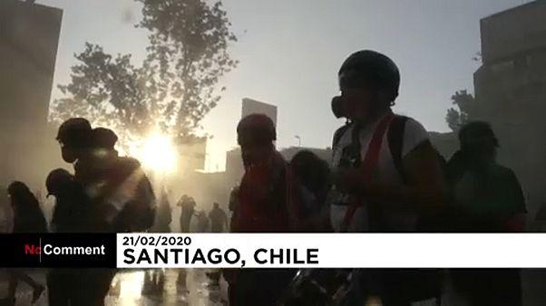 Şili'de hükümet karşıtı eylemlerde polisle göstericiler arasında çatışma
