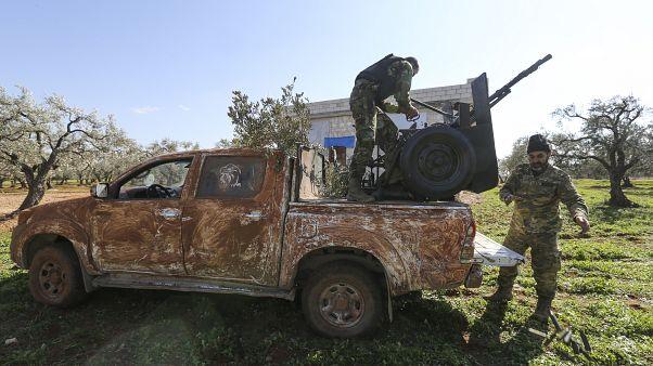 مقاتلون مدعومون من تركيا في قرية النيرب في إدلب 20 فبراير 2020