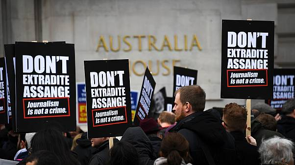 Britain starts hearing US case for extraditing Assange