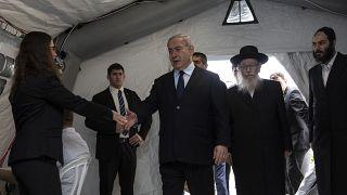 İsrail Başbakanı Netanyahu koronavirüs salgını için kurulan gözlem çadırında