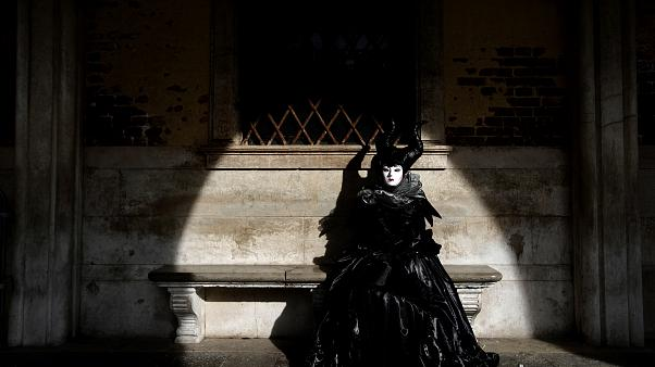 Venezia: più che in maschera, in mascherina