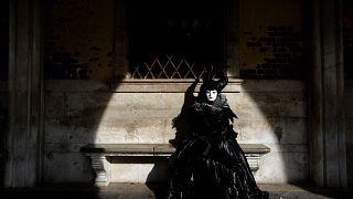 COVID-19: Τέλος στο Καρναβάλι της Βενετίας - Στα 132 τα κρούσματα στην Ιταλία