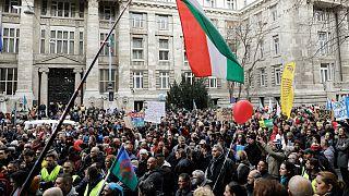 Ezrek tüntettek a gyöngyöspatai kártérítési ügy miatt, a kormány beavatkozását hangoztatták