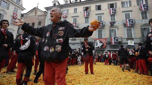 کارناوال «نبرد پرتقال» با وجود شیوع کرونا در ایتالیا آغاز شد
