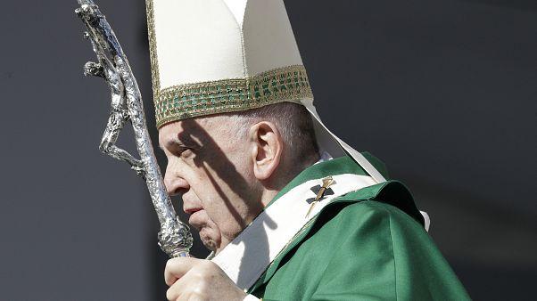 """""""Muchos países hablan de paz y luego venden armas a los países en guerra"""", denuncia el Papa"""