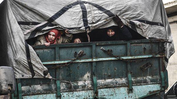 Les réfugiés syriens piégés sous les bombardements à la frontière turque