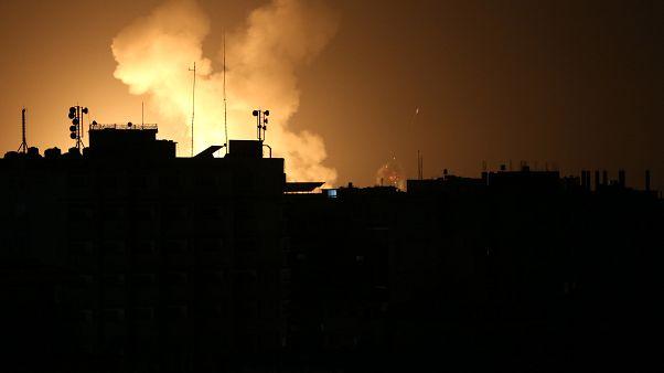 İsrail savaş uçakları, Gazze'nin Han Yunus kenti batısındaki bazı bölgelere hava saldırısı düzenledi