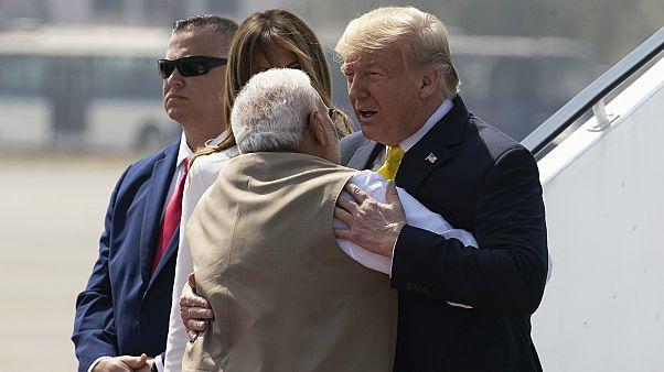 Trump recebido por Modi na Índia