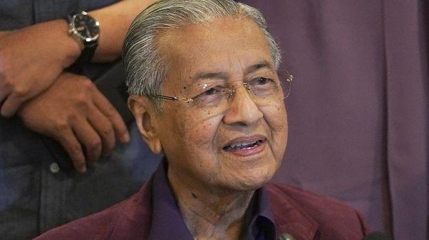 Malezya: Mahathir Muhammed başbakanlık görevinden istifa etti