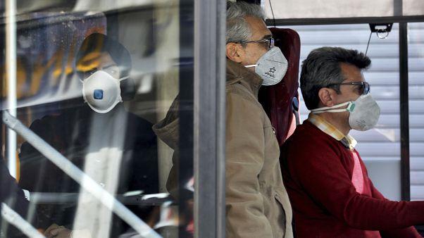 Tahran'da otobüs yolcuları