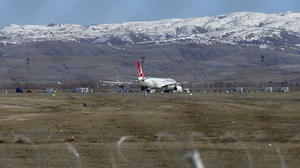 Esenboğa'da Covid-19 alarmı: Tahran İstanbul uçağı Ankara'ya acil iniş yaptı