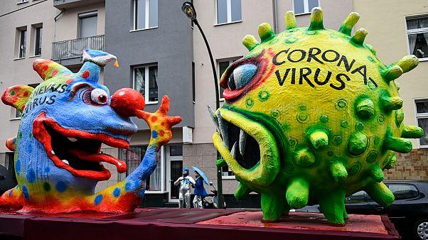 Koronavírus, antiszemita jelmezek és szélvihar az európai karneválokon