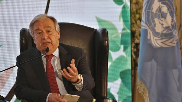الأمين العام للأمم المتحدة، أنطونيو غوتيريش، خلال حديث عن التنمية المستدامة وتغير المناخ، في إسلام أباد، باكستان.