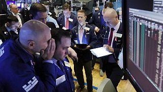 شیوع کرونا در بازارهای نفت و سهام؛ قیمت جهانی طلا ۴۳ دلار افزایش یافت