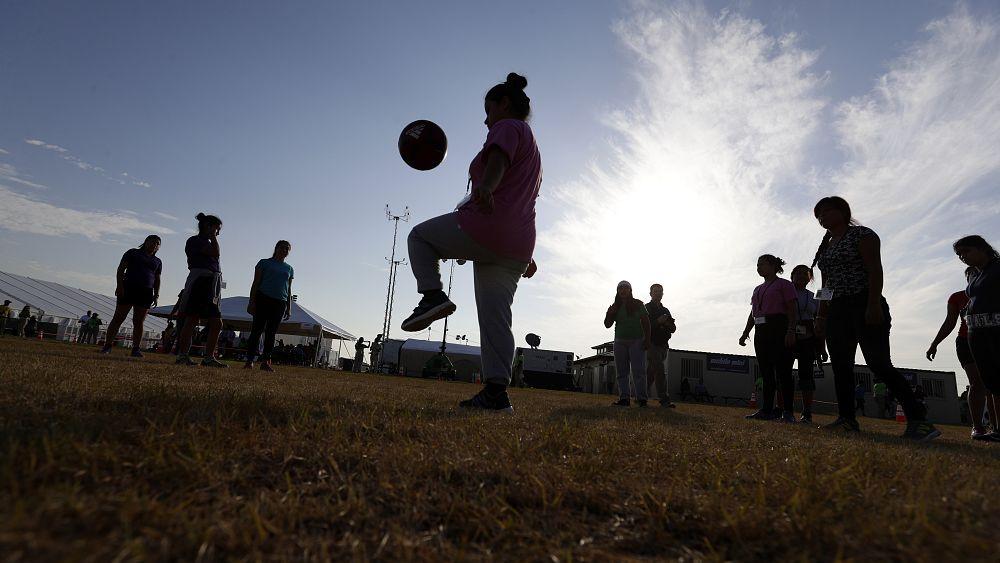 İngiltere, İskoçya ve Kuzey İrlanda 12 yaşından küçük çocukların topa kafa ile vurmasını yasakladı