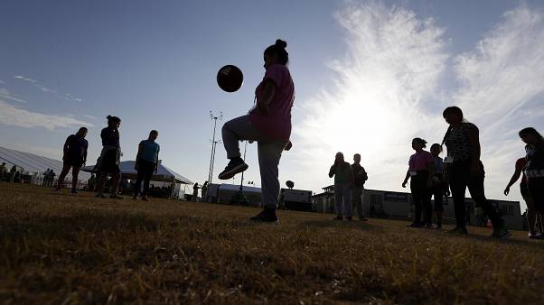 İngiltere, İskoçya ve Kuzey İrlanda: 12 yaşından küçük çocuklar topa kafa ile vuramayacak