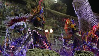 Соревнования школ самбы на карнавале в Рио-де-Жанейро