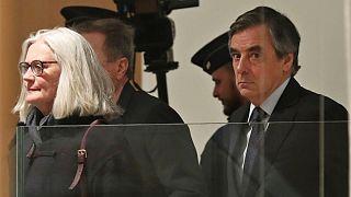 محاکمه فرانسوا فیون نخستوزیر سابق فرانسه و همسرش آغاز شد