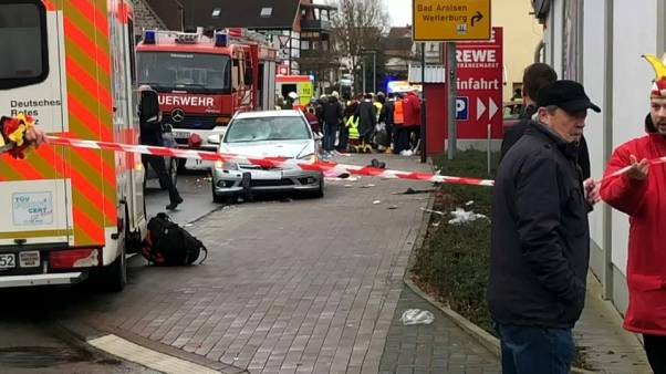 Auto rast in Menge bei Fastnachtsumzug: 30 Verletzte - 10 davon Kinder