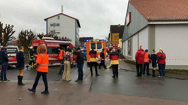Atropelamento em desfile de Carnaval faz dezenas de feridos