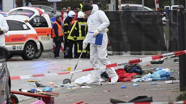 Almanya'da karnavalda bir araç kalabalığa daldı: En az 30 yaralı, sürücü gözaltında