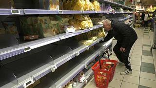 Italianos esvaziam supermercados com receio do coronavírus