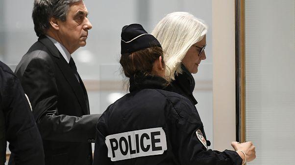 المتاعب القضائية تلاحق رئيس الوزراء الفرنسي السابق فرانسوا فيون مجددا