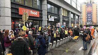 اعتصام أمام السفارة البريطانية ببروكسل للمطالبة بعدم تسليم أسانج للولايات المتحدة