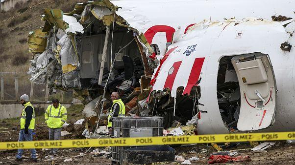 دستگیری خلبان هواپیمایی که در فرودگاه استانبول سه تکه شد