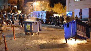 Κάτοικοι της Λέσβου πραγματοποιούν συγκέντρωση διαμαρτυρίας στο λιμάνι της Μυτιλήνης
