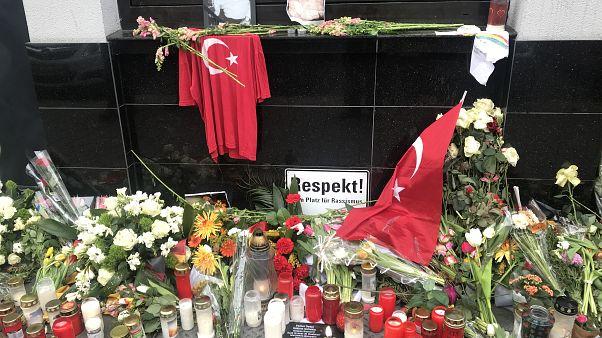 Almanya'daki ırkçı saldırıda hayatını kaybeden Türk vatandaşlarını böyle andılar