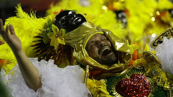 Política domina Carnaval do Rio de Janeiro