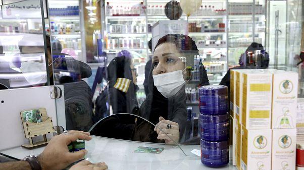 دانشگاهیان ایران: دولت بدلیل شیوع کرونا به اقشار ضعیف بستهٔ معیشتی بدهد