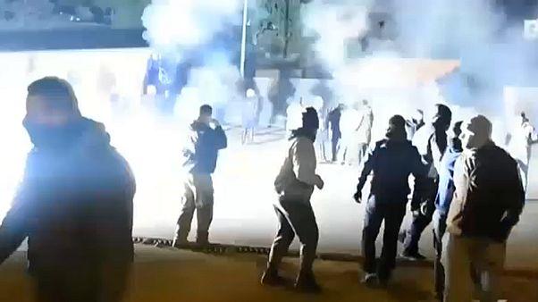 Ägäis-Inseln: Randale gegen neue Migrantenlager