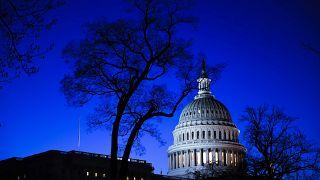 البيت الأبيض يطلب 2,5 مليار دولار من الكونغرس  لمكافحة فيروس كورونا